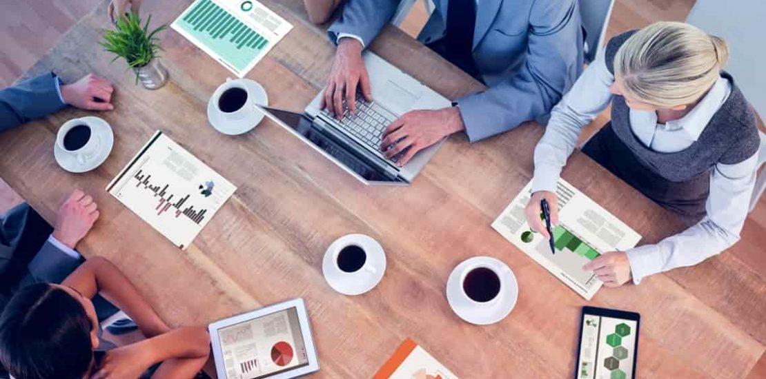 Vad är skillnaden mellan en redovisningsbyrå och en revisor?